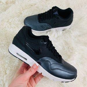 Nike Air Max 1 Ultra